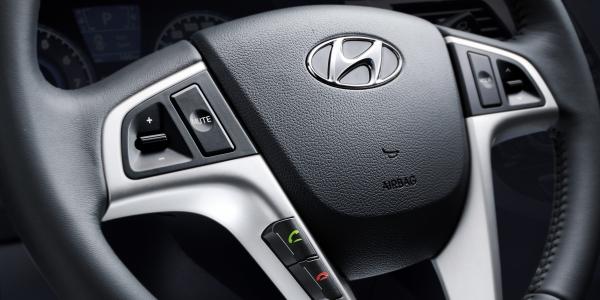 Controles remotos del volante (según versión)